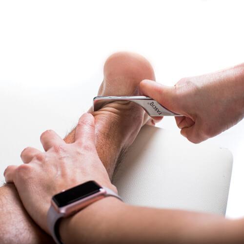 footmassage with iastm toolset (4)