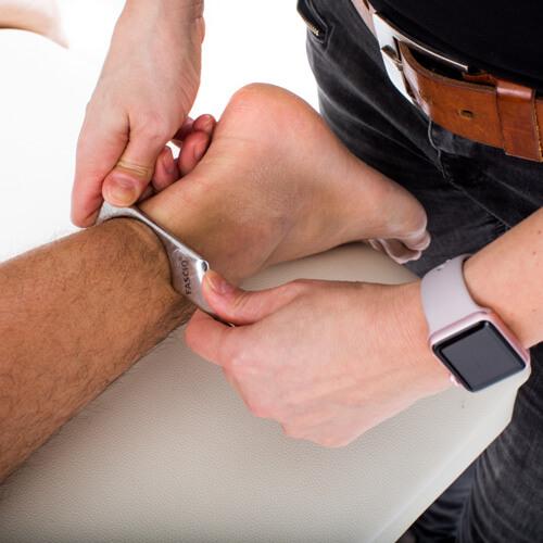 footmassage with iastm toolset (5)